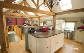 The Hay Barn has 3 en-suite bedrooms, 2 with wet rooms and 1 with shower/bath. It is equipped to dine a group of 12 when all 3 barns are rented as a g